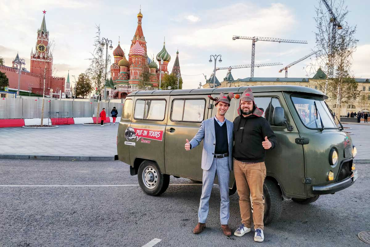 Simon-and-Sergey-put-in-tours-russia